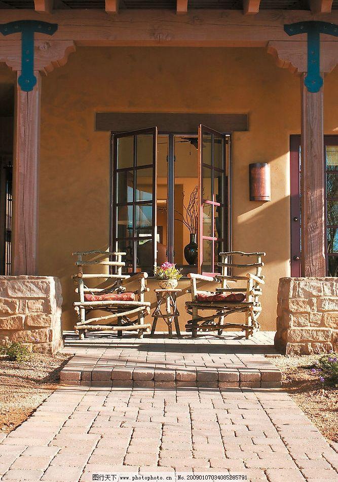 俱乐部客房外景 椅子 窗户 房檐 旅游摄影 国外旅游 摄影图库 300dpi