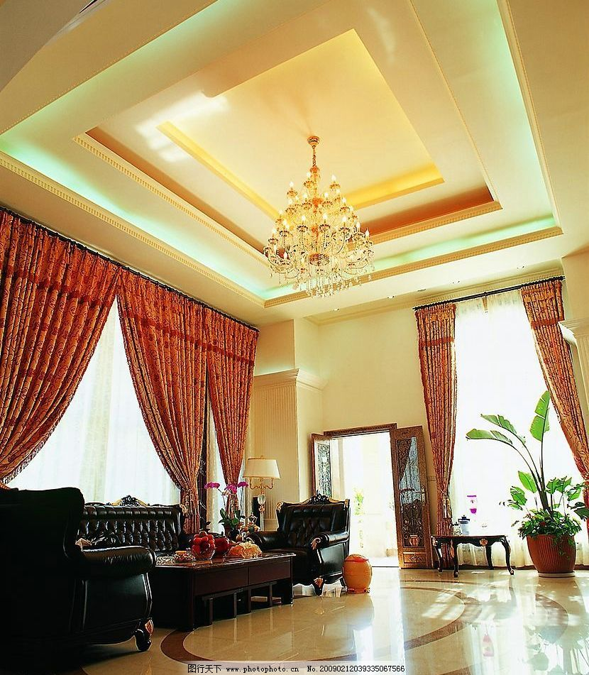 新中式客厅 豪华 温馨 不张扬 大型水晶吊灯 黑色皮沙发 建筑园林图片