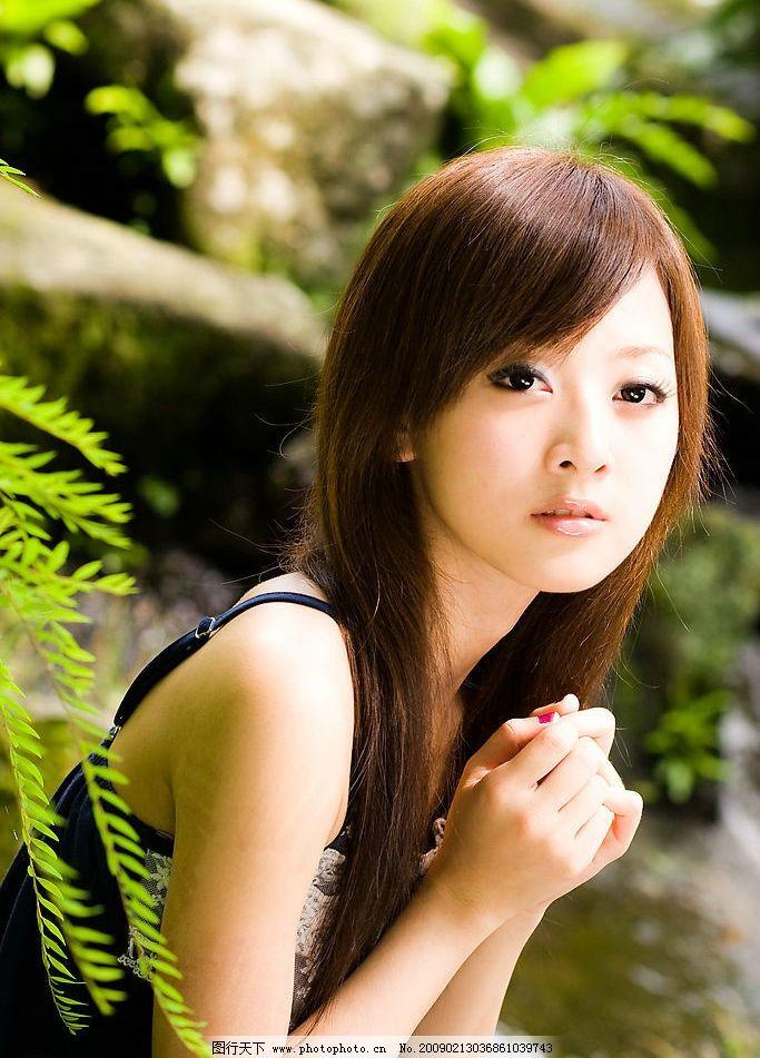 台湾网络人气美女果子mm蕾丝边短裙图片