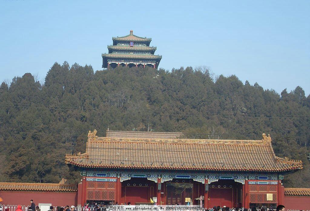 故宫对面 行人们 树      古建筑 大门 围墙 塔楼 旅游摄影 国内旅游