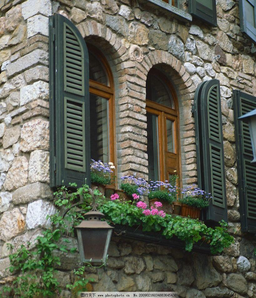 外窗绿化 窗外风景 花 植物 玻璃 窗纹 石墙 自然景观 自然风景