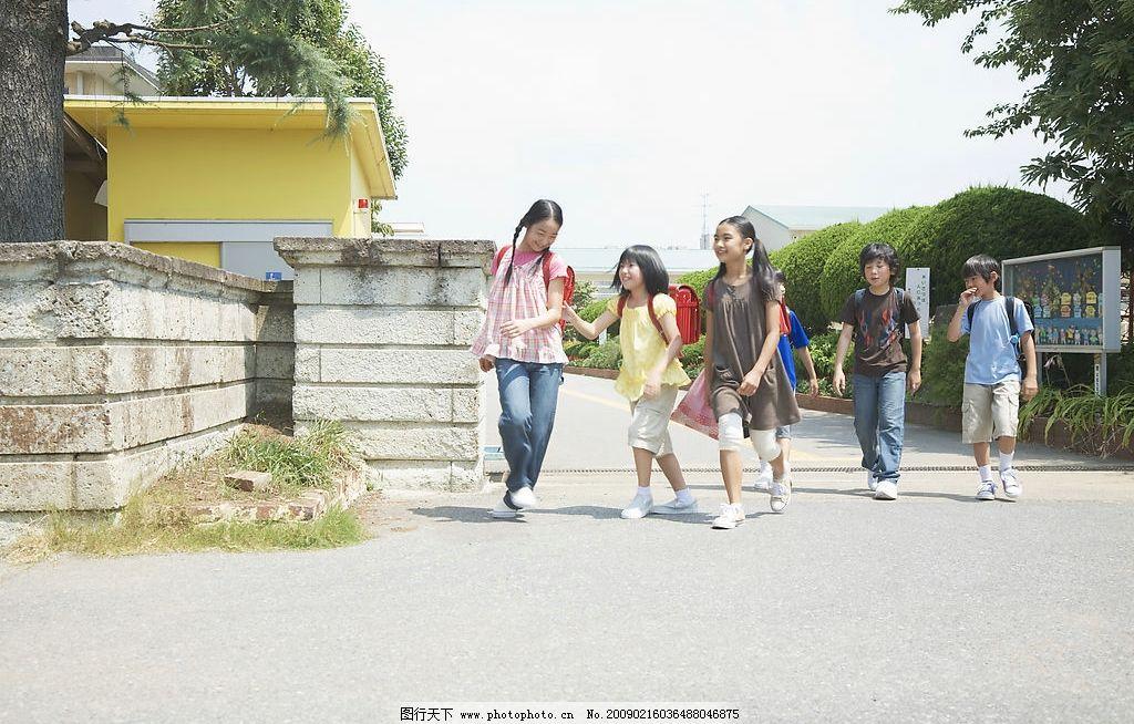 小学课堂 小学 儿童 小男孩 小女孩 少年 少儿 学校 校园 上学 校园