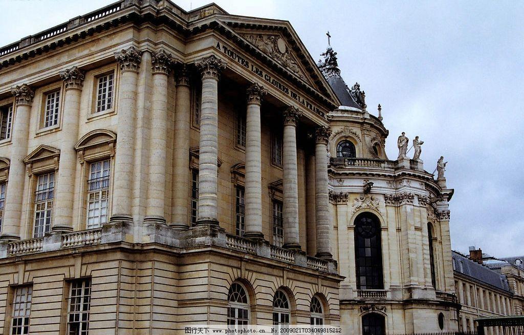 欧式风情 欧式建筑 房子 艺术 天空 白云 雕像 十字架 窗户 旅游摄影图片