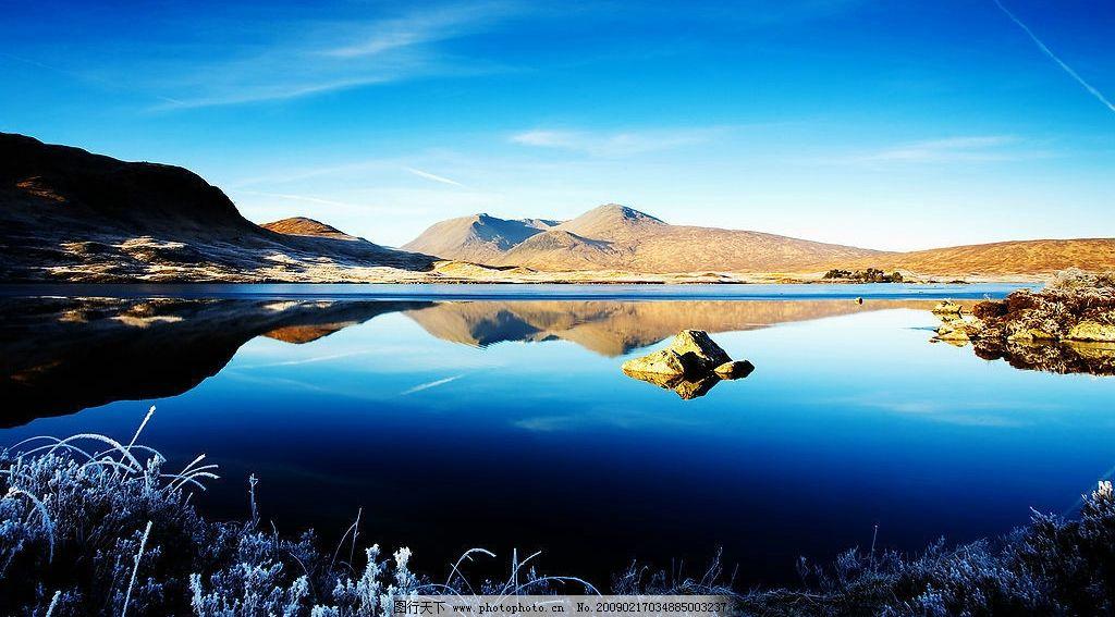 湖边美景 湖水 湖畔 风景 山水 蓝天 晴空 晴天 山下 清澈
