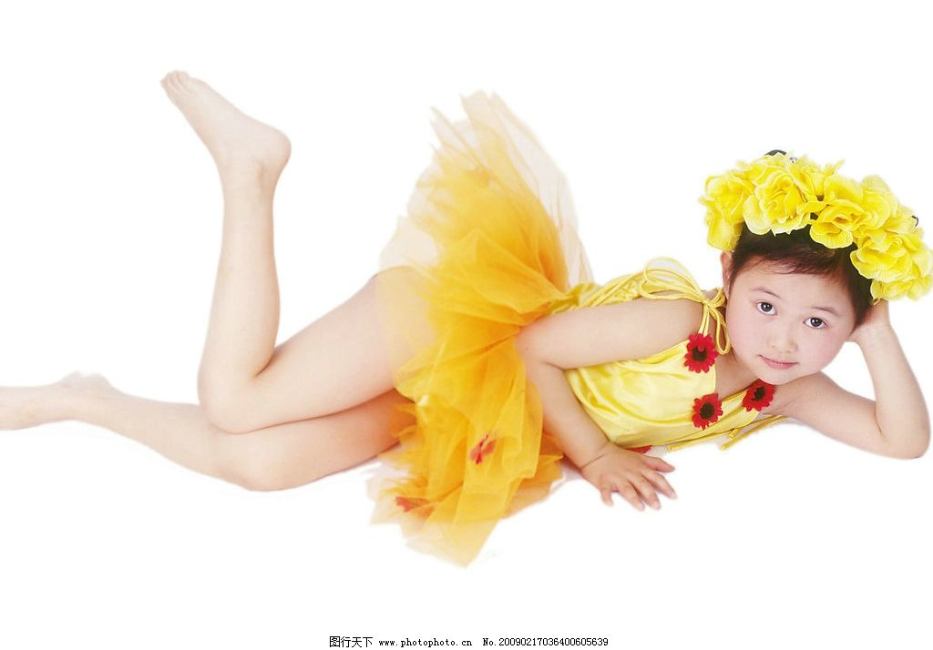 可爱幼童 女孩 活泼 眼神 平躺 脚势 儿童幼儿 摄影图库