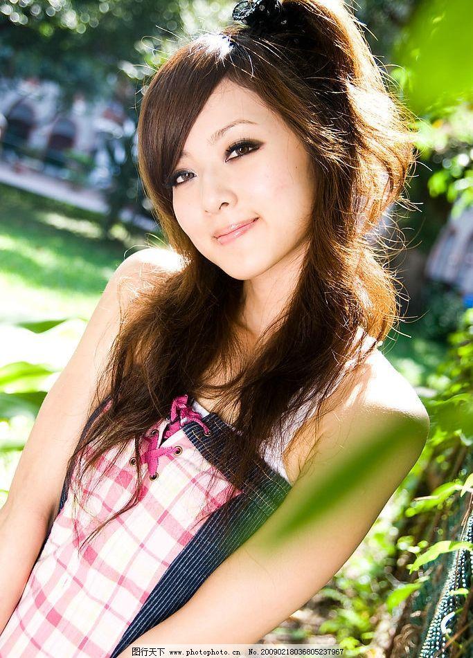台湾网络人气美女果子mm丝袜牛仔短裙图片