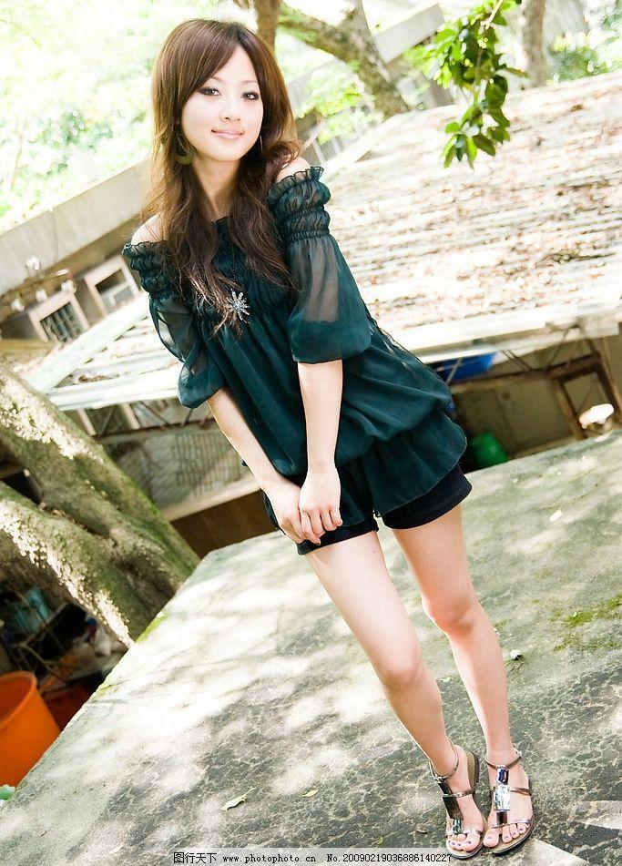 台湾网络人气美女果子mm墨兰性感夏装图片