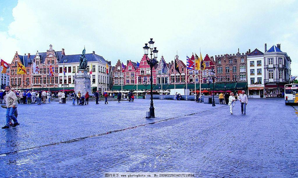 荷兰风光 天空 欧式建筑 街道 行人 雕塑 旗帜 街灯 旅游摄影
