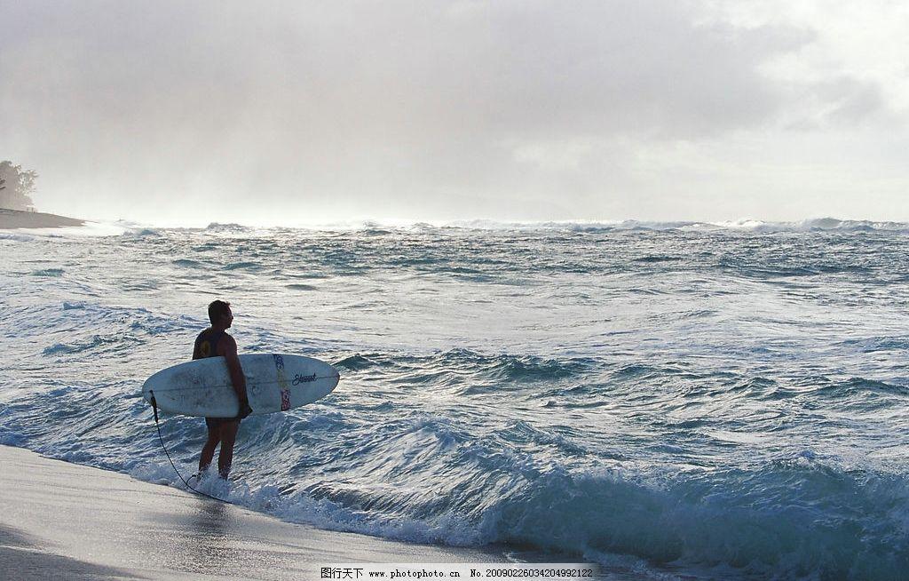 冲浪 人 滑板 海浪 大海 天空 沙滩 人文景观 摄影图库