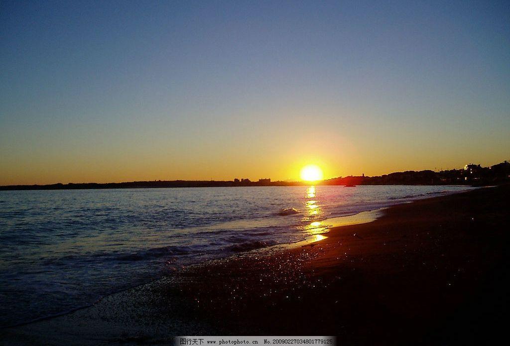 海边日出 清晨 大海 沙滩 太阳 海水 光芒 风景 摄影图库