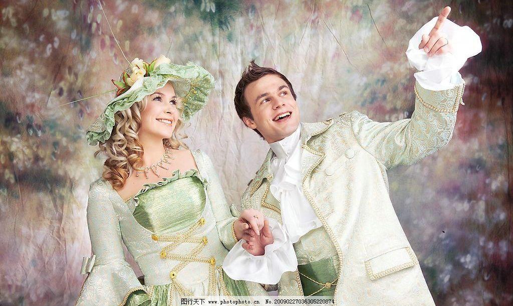 皇室婚纱 欧洲婚纱 婚纱摄影 背影 花 帽子 新娘 新郎 人物图库 人物