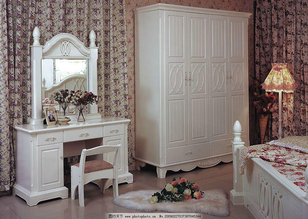 卧室家具      家具 家居 欧式 衣柜 梳妆台 镜子 床 壁纸 地板 丝巾