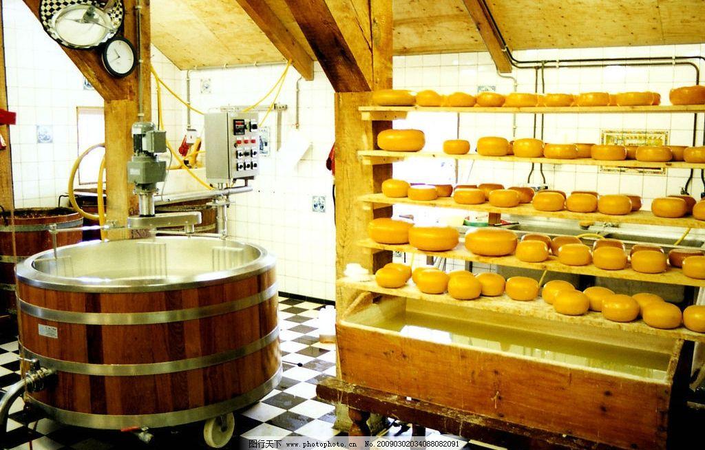 欧式风情 欧洲 商店 乳酪 时钟 大桶子 水 格子地板 机器 旅游摄影