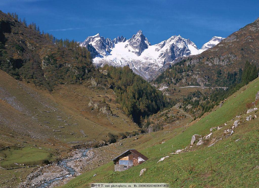 欧洲风景 森林 树林 雪山 房子 草原 蓝天 小溪 自然景观 自然风景