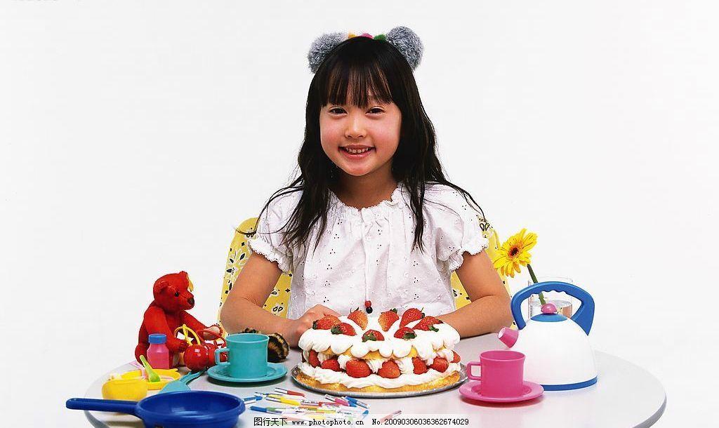 小孩 儿童 幼儿 童年 可爱 思考 人物摄影 摄影图库