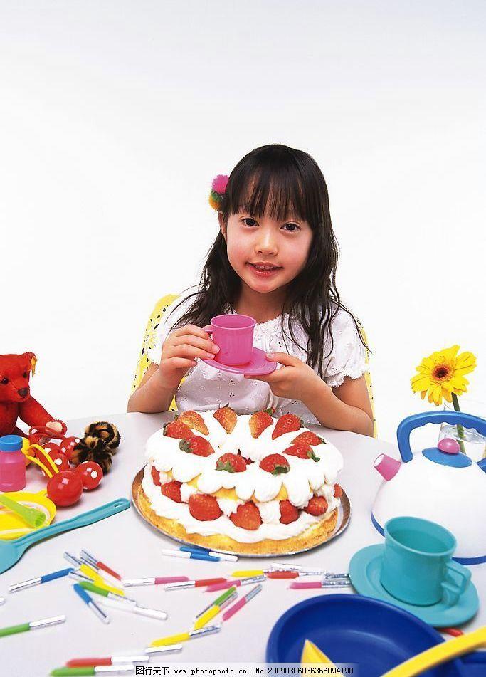 生日 小孩 儿童 幼儿 童年 可爱 思考 人物摄影 摄影图库