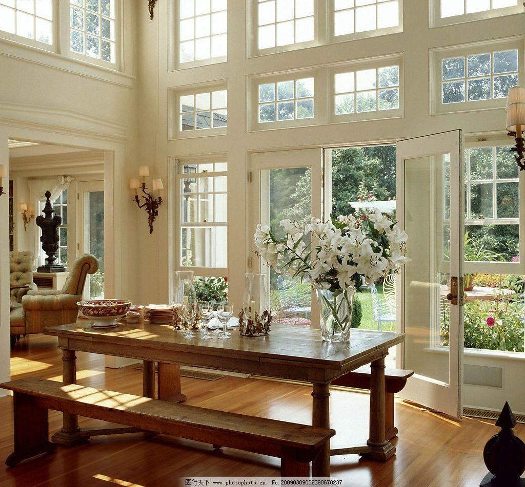 客厅 客厅装饰 窗户 桌子 凳子 酒杯 杯子 碟子 沙发 门花