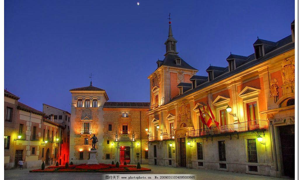 夜景 欧式建筑 奢华 花坛 雕塑 屋顶 旗子 广场 旅游摄影 国外旅游