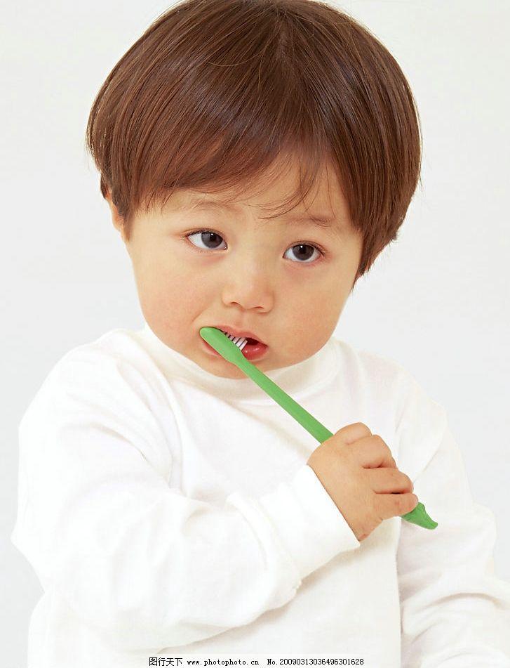 婴幼儿可爱儿童 人物 孩子 幼齿 天真 小孩 人物图库 刷牙 儿童幼儿