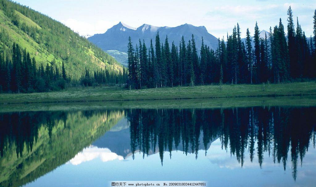 蓝天白云 蓝天 白云 绿水 高山 湖泊 树林 柏杨 倒影 自然景观 山水风