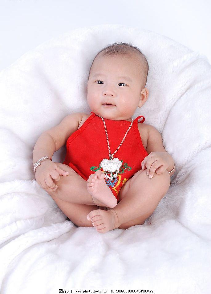 婴儿 宝贝 肚兜 长命锁 婴儿照 手镯 银手镯 人物图库 儿童幼儿 摄影
