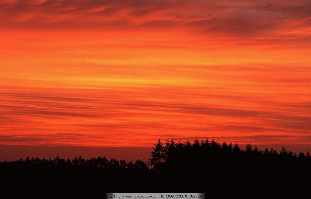 夕阳红 黄昏 天空 阳光 红色 火云 树林 自然景观 自然风景