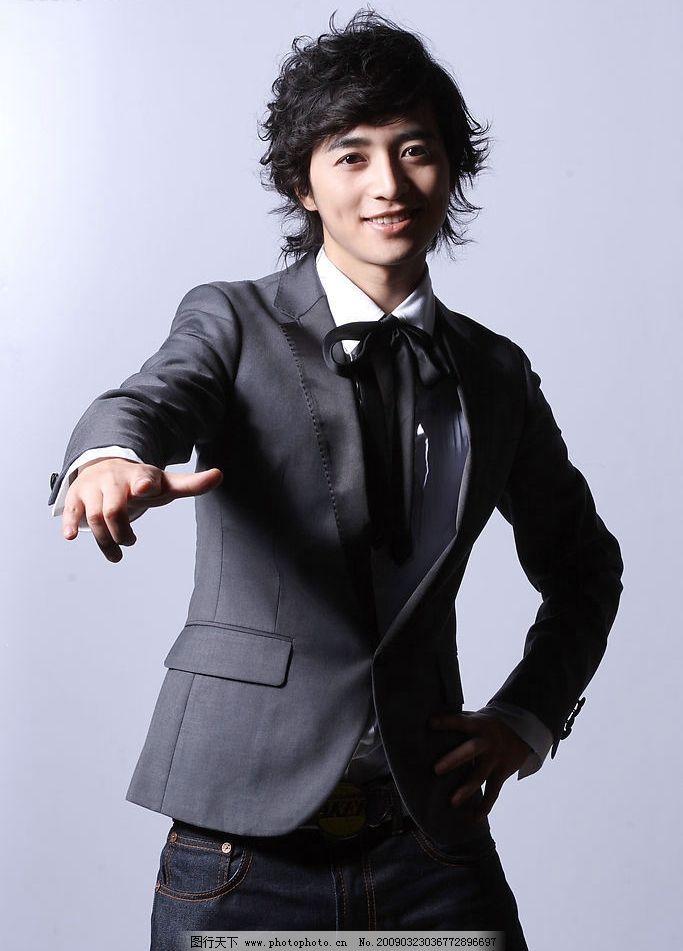 时尚韩国男模特图片