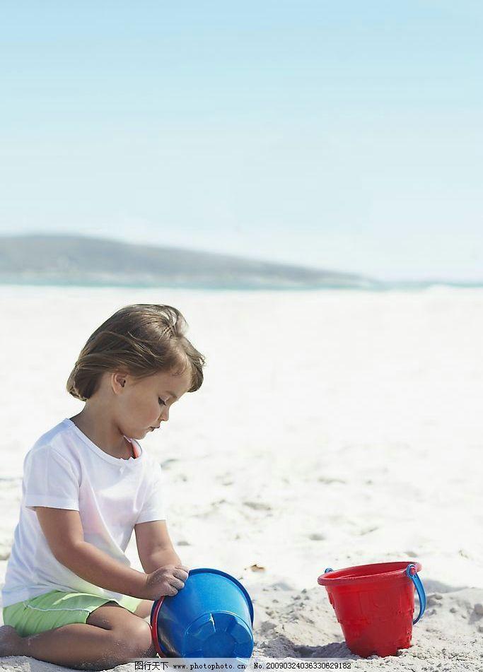 海边的女孩 海边 沙滩 玩耍 儿童 游戏 人物图库 人物摄影 摄影图库