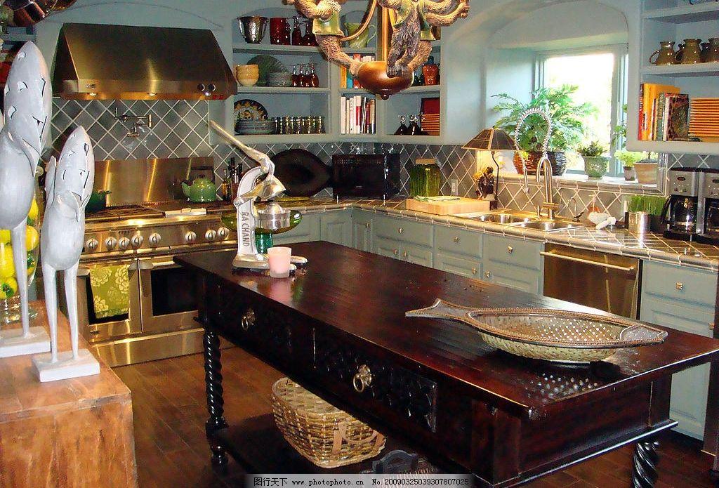 欧式古典风格厨房      橱柜 厨具 油烟机 家装 装修 装饰 灶台 盘子