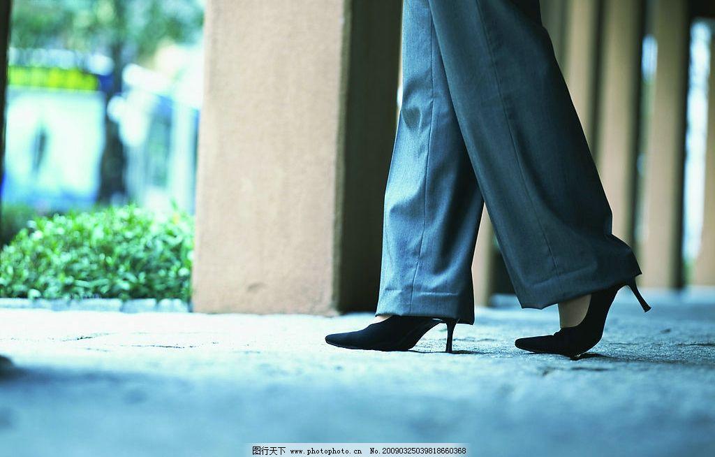 职业女性 白领一族 脚 路 商务金融 商务素材 摄影图库 350dpi jpg