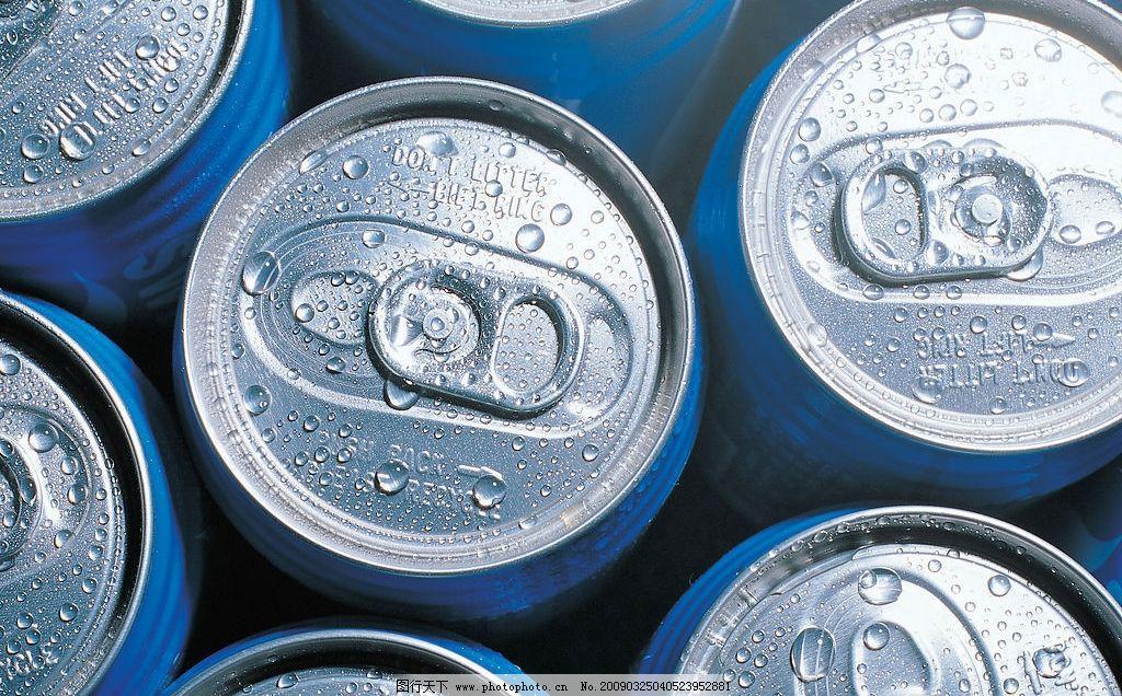 易拉罐 罐装 啤酒 汽水 水 水滴 水珠 特写 餐饮美食 饮料酒水 摄影图