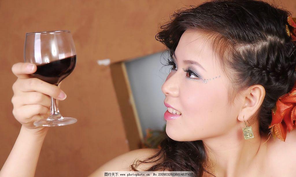 美女与红酒 美女 红酒 人物图库 女性女人 摄影图库 300dpi jpg