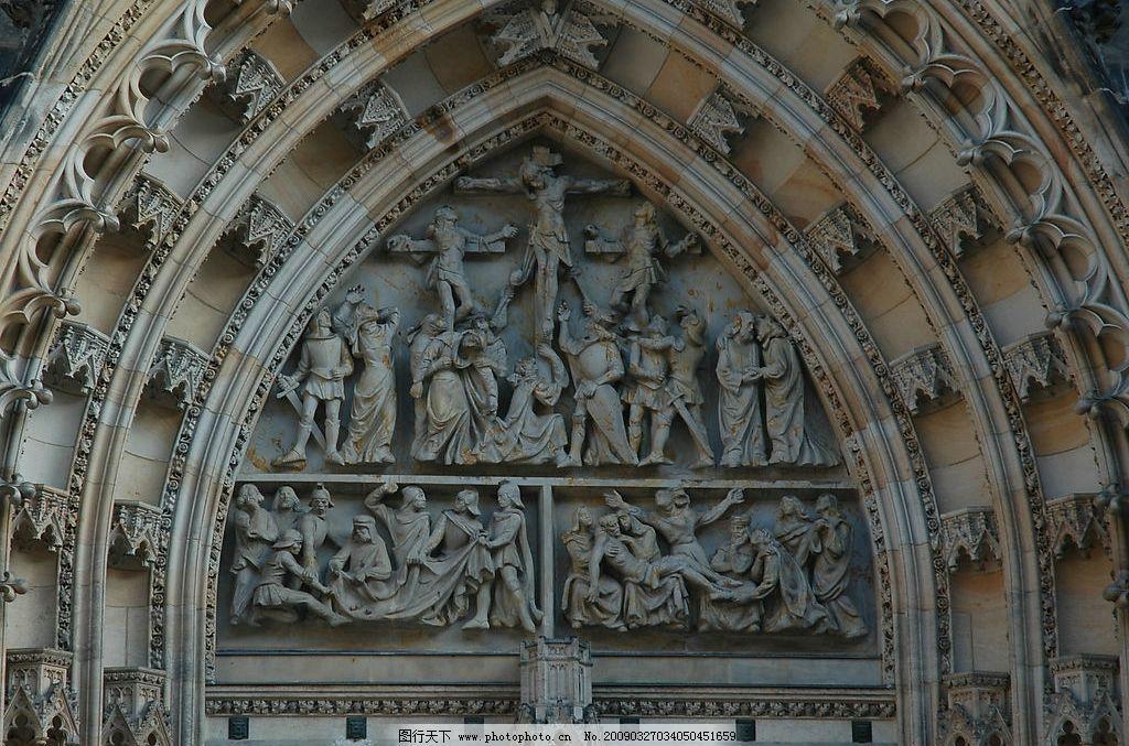 维图斯大教堂的哥特式建筑大门图片