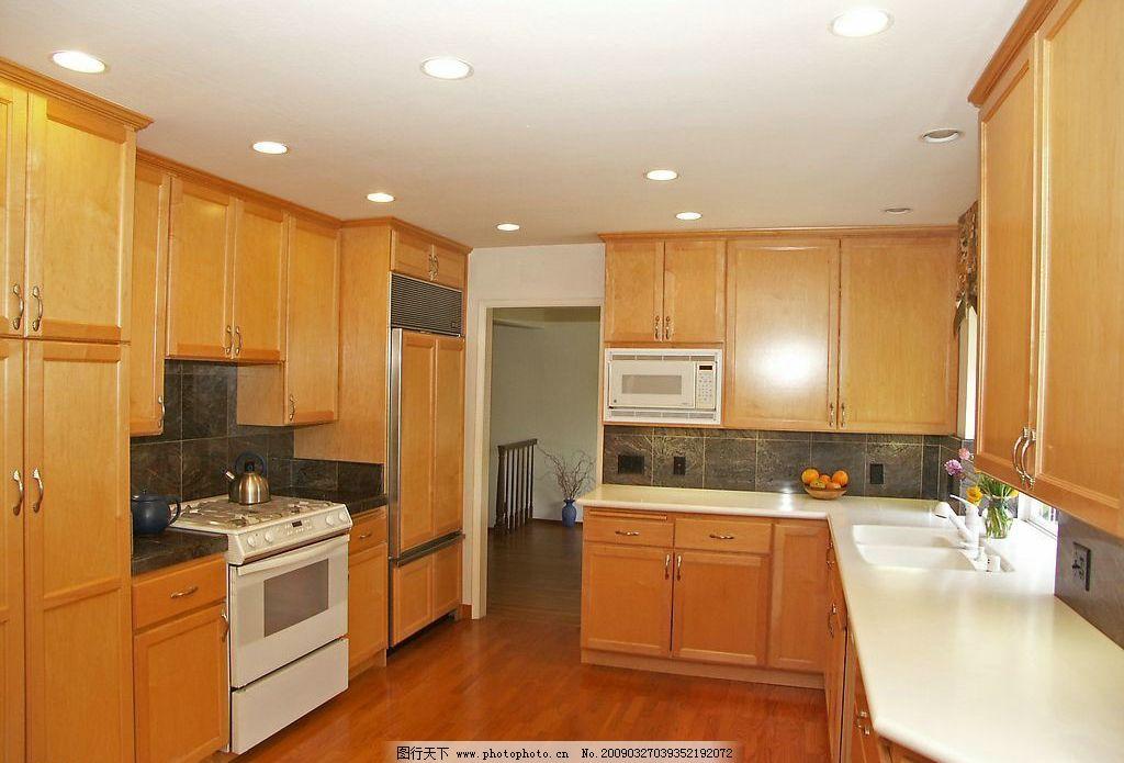 木质装修厨房 厨房一角 厨房 橱柜 厨具 油烟机 家装 装修 装饰 灶台