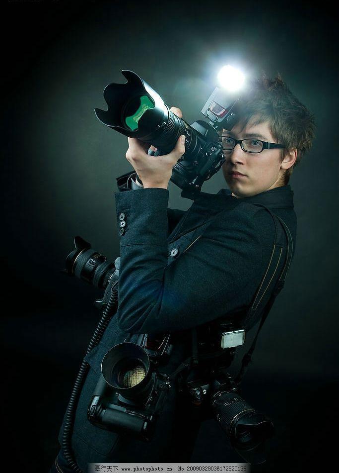 专业 拍照 照相 相机 男人 闪光灯 摄相师 记者 人物图库 职业人物