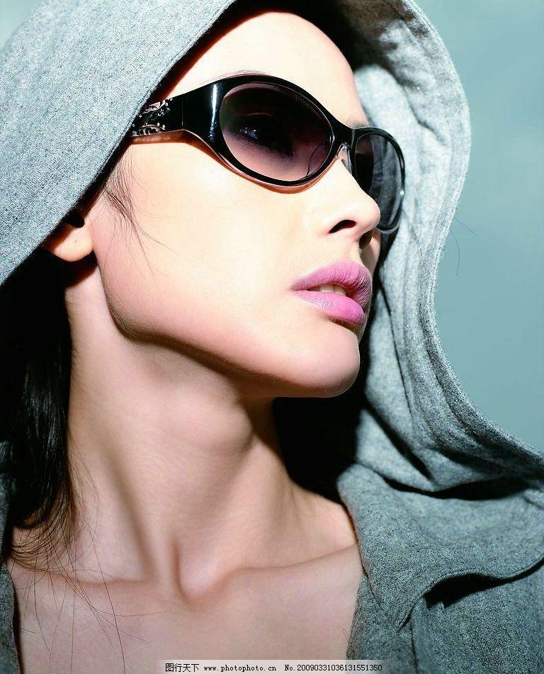 时尚眼镜 太阳镜 模特 美女 人物图库 职业人物 摄影图库 300dpi jpg