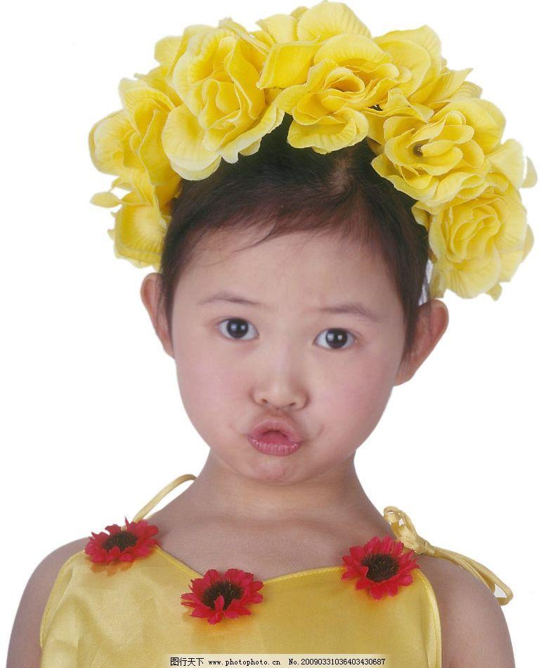可爱幼童 女孩 眼神 活泼 嘴唇特写 花饰 儿童幼儿 摄影图库